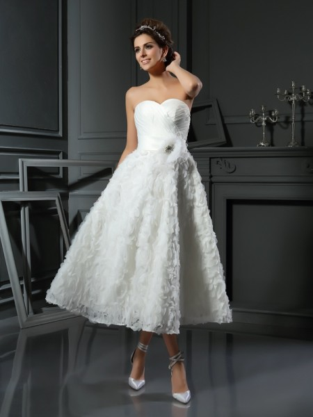 A-Line/Princess Sleeveless Sweetheart Bowknot Tea-Length Satin Wedding Dresses