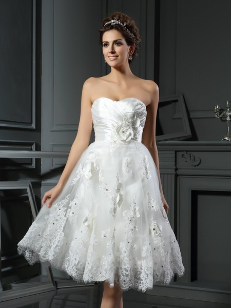 A-Line/Princess Sleeveless Sweetheart Ruched Short/Mini Satin Wedding Dresses