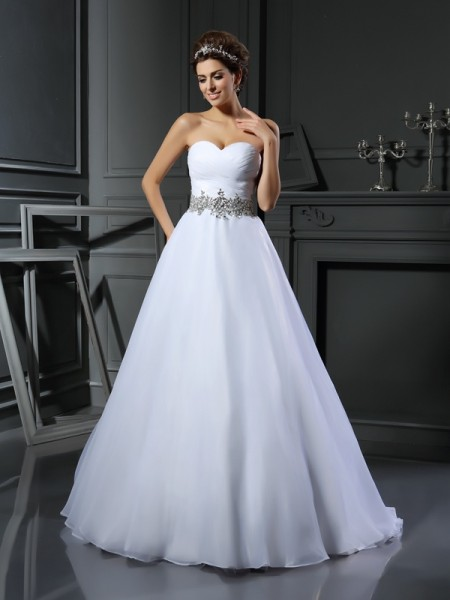 Ball Gown Sleeveless Sweetheart Beading Court Train Satin Wedding Dresses