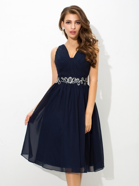 A-Line/Princess Sleeveless Straps Beading Knee-Length Chiffon Dresses