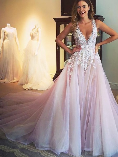 A-Line/Princess Sleeveless V-neck Applique Sweep/Brush Train Tulle Dresses