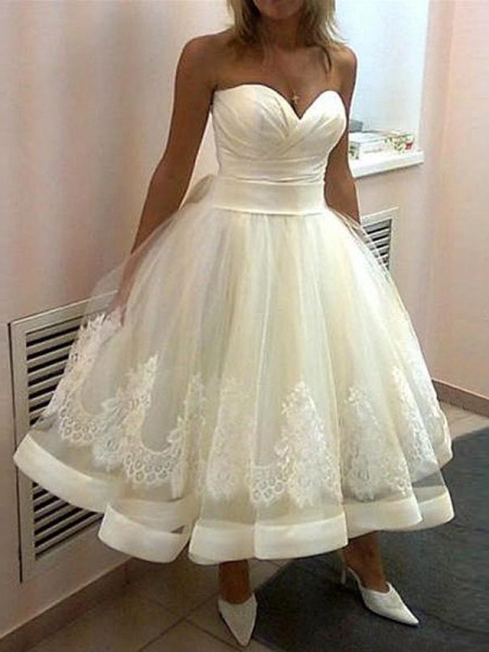 Ball Gown Sleeveless Sweetheart Applique Tea-Length Tulle Wedding Dresses
