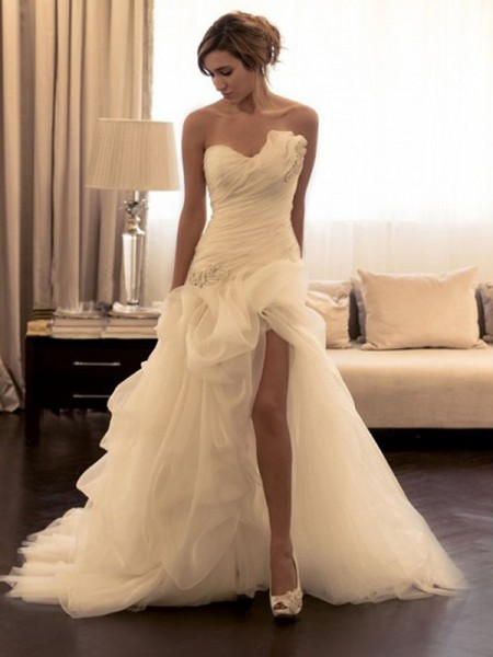 Ball Gown Sleeveless Sweetheart Beading Sweep/Brush Train Organza Wedding Dresses