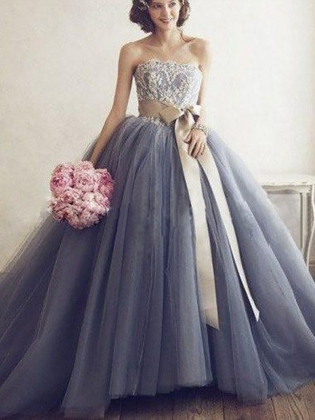 Ball Gown Sleeveless Sweetheart Applique Sweep/Brush Train Tulle Dresses